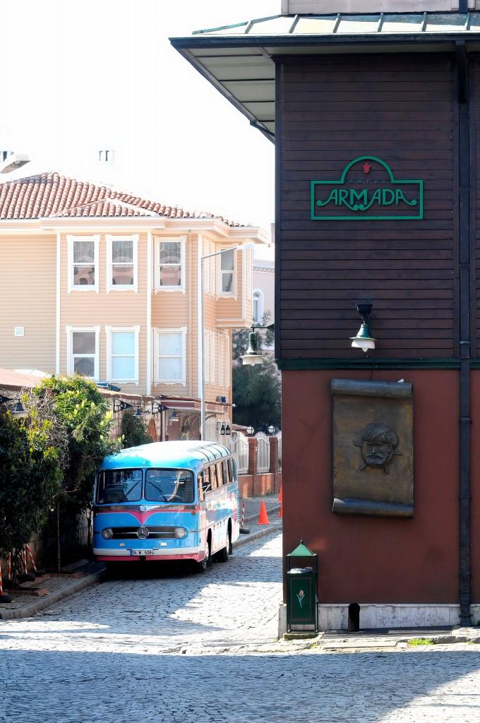 Gurmebus barbaros son 680x1024 Armada Otel İstanbul; Sahiplenir, korur, yaşatır.