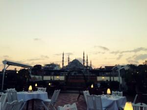 akşam 300x225 Armada Otel İstanbul; Sahiplenir, korur, yaşatır.