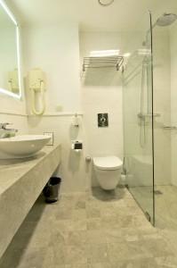 bathroom3t 199x300 Armada Otel İstanbul; Sahiplenir, korur, yaşatır.