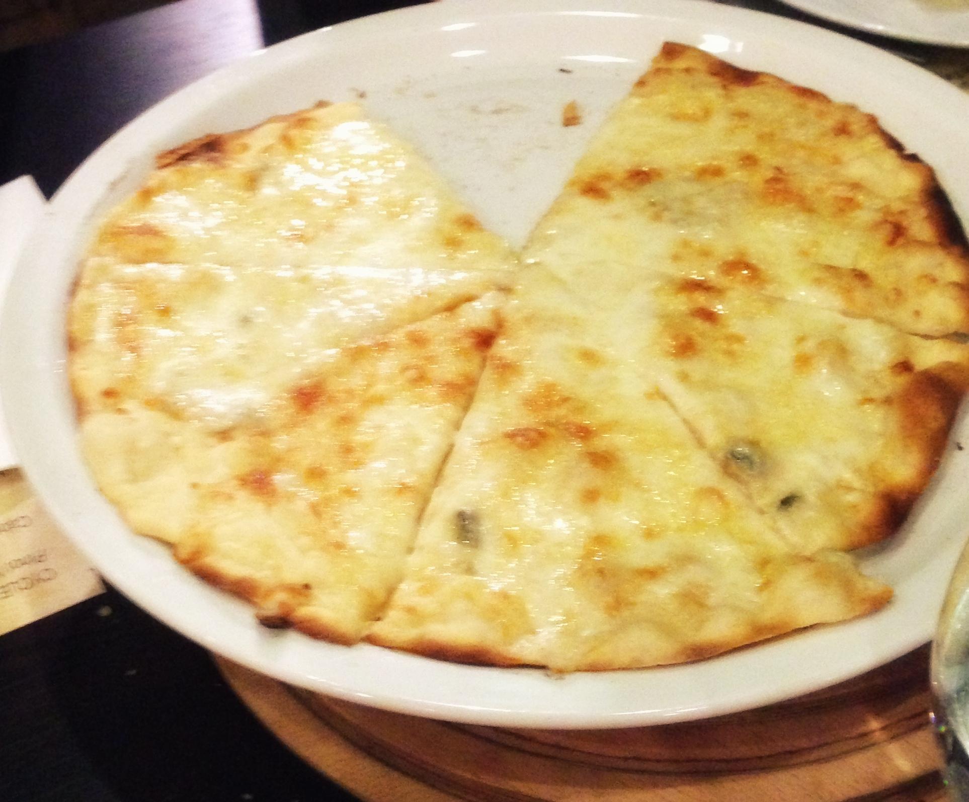 dortpeynirli pizza Vino Steak Ristorante, Lezzet ve Şarap Diyarı
