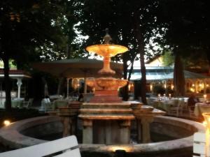 akşam ambians2 300x225 Sultanahmetin İncisi; Yeşil Ev Otel !