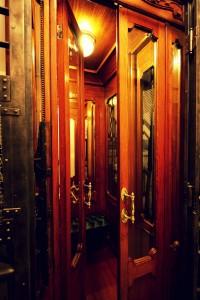asansör 200x300 Bir Pera Masalı; Armada Pera Otel!