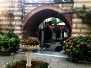bahce duzenlemeleri 300x225 Sultanahmetin İncisi; Yeşil Ev Otel !