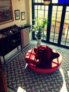 koltuka 225x300 Bir Pera Masalı; Armada Pera Otel!