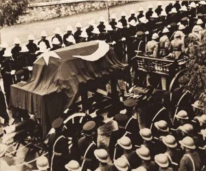 ataturkun olumu 300x249 Atatürkü anıyoruz! Fikirler ölmez!