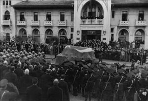 soncenaze2 300x204 Atatürkü anıyoruz! Fikirler ölmez!