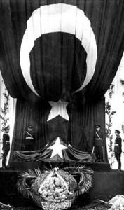 soncenazeson 177x300 Atatürkü anıyoruz! Fikirler ölmez!