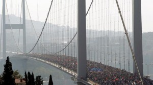 istanbul askina kosunuz vodafone istanbul maraton 2 300x168 İstanbul aşkına koşunuz! 36.Vodafone Istanbul Maratonu