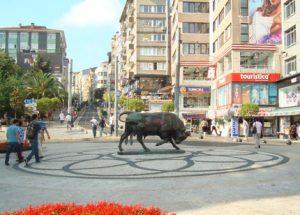 kadıköy boga heykeli 300x215 Kadıköyde Gezilecek Yerler