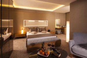elara hotel 300x200 Karşıyakada Nerede Kalınır