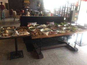 karsiyaka hotel restoran 300x225 Karşıyakada Nerede Kalınır